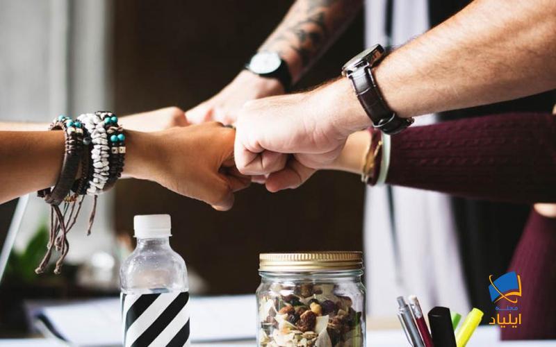 افراد متعهد موفقیت تیم را موفقیت خود تلقی میکنند و تیم را به سمت اهداف از پیش تعیین شده پیش میبرند.