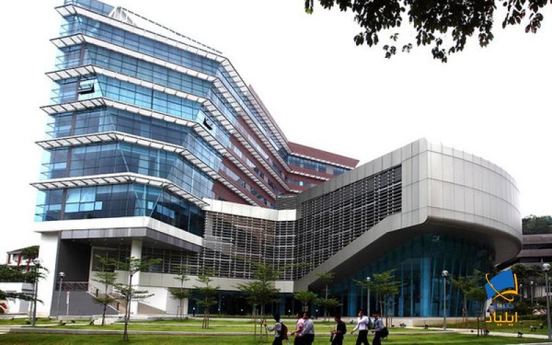 دانشگاه مالایا به عنوان قدیمیترین و مهمترین دانشگاه این کشور طبق آمارهای QS در رتبه بندی سال ۲۰۲۱ جایگاه ۵۹ را از ان خود کرده است و ملاک و معیاری جهت تعیین استاندارد تحصیل در آسیا به شمار میرود.
