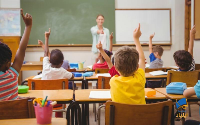 در مدارس کشور کانادا تحصیل از سن ۵ سالگی آغاز و دوران متوسطه تا سن ۱۸ سالگی به طول میانجامد.