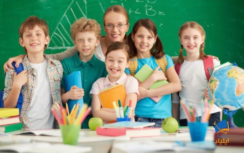 سن شروع آموزش در این کشور از ۵ سالگی میباشد و والدین افراد ۵ تا ۱۷ ساله که برای تحصیل به این کشور مهاجرت میکنند با اخذ ویزای گاردین میتوانند فرزند خود را همراهی نمایند.