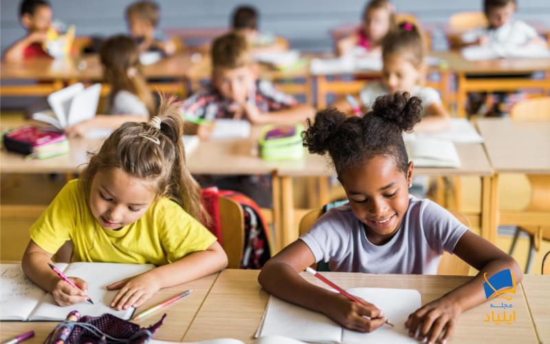 مقاطع تحصیلی در مدارس استرالیا شامل پیش دبستانی، مهد کودک، دبستان، دبیرستان و تحصیلات کالج میباشد و طول مدت دوران تحصیل در این مقاطع در مجموع ۱۳ سال میباشد.