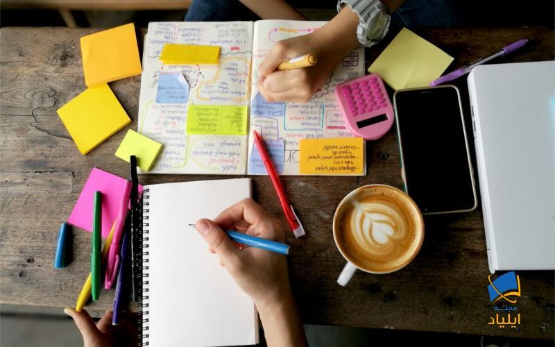 یادگیری تکنیکهای خلاصه نویسی به ما این امکان را میدهد که حجم زیادی از مطالب را حداکثر در یک صفحه خلاصه کنیم.
