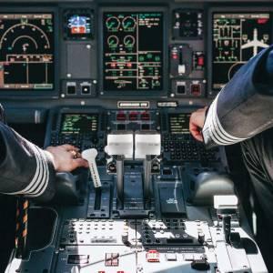 شرایط تحصیل در رشتهی خلبانی در خارج از کشور چگونه است؟